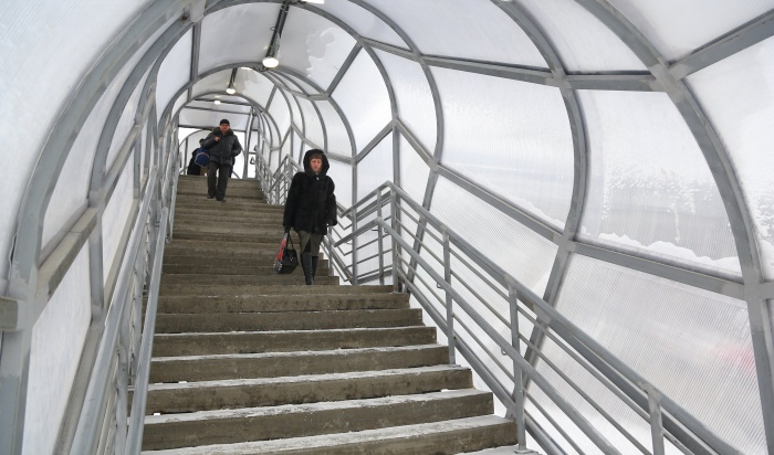 Благоустройство надземного пешеходного перехода врайоне курорта «Ангара» завершат виюне