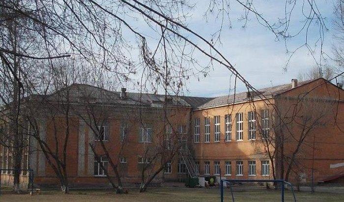ВИркутске ученик вовремя урока случайно воткнул нож вспину однокласснику