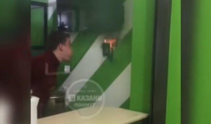 В Казани студент потушил пожар в университете, задув огонь