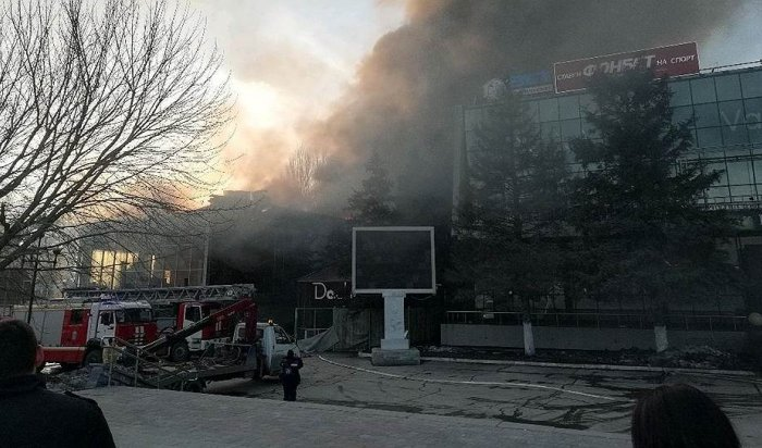 В Самаре горело административное здание рядом с ТЦ «Звезда»