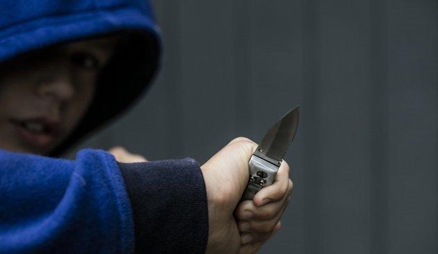 В ходе поножовщины в школе города Радужный пострадал подросток