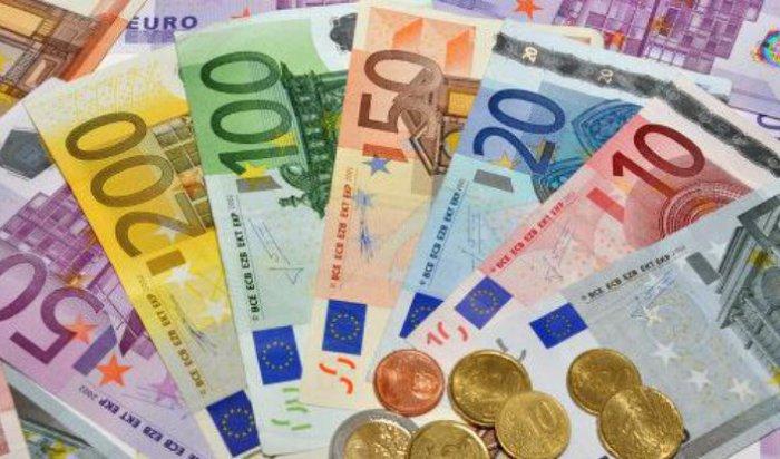 Официальный курс евро за день взлетел почти на 5 рублей