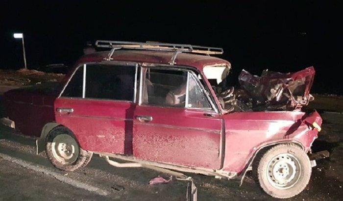 Три человека пострадали при столкновении ВАЗ 2106 иToyota Land Cruiser вЧеремхово