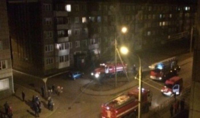 ВИркутске изгорящей пятиэтажки пожарные спасли 22человека