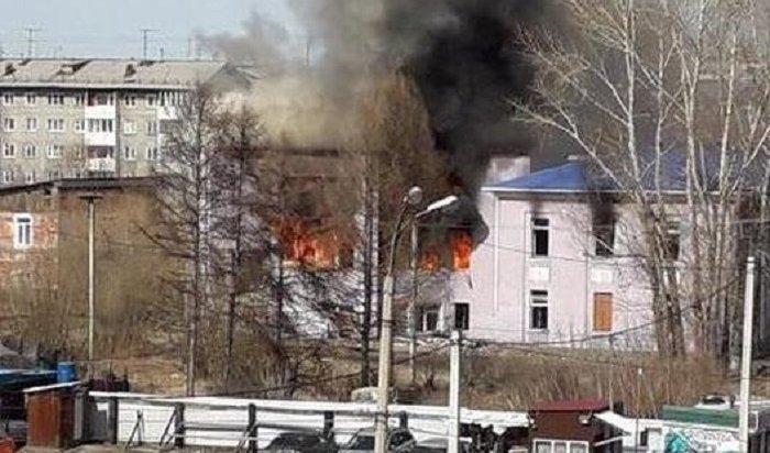 Бывшее здание Иркутского областного суда горит наулице Муравьева