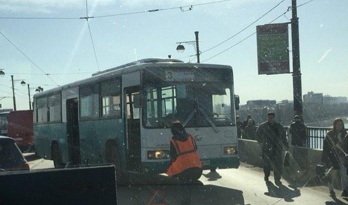 Мопед въехал вавтобус №3наГлазковском мосту