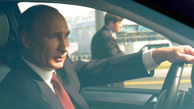 Путин может прибыть на инаугурацию на новом бронированном автомобиле