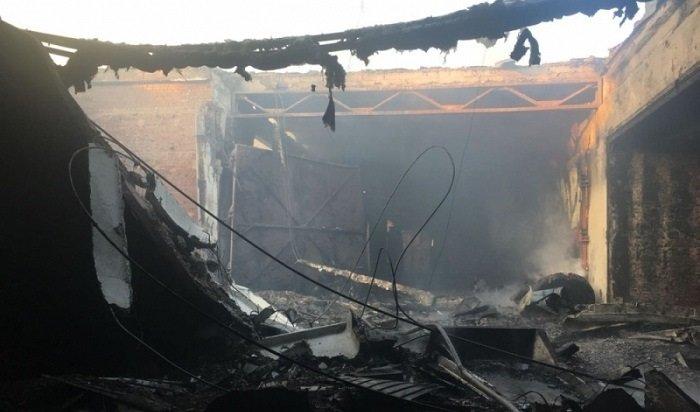 Крупный пожар произошел надеревообрабатывающем предприятии вИркутске