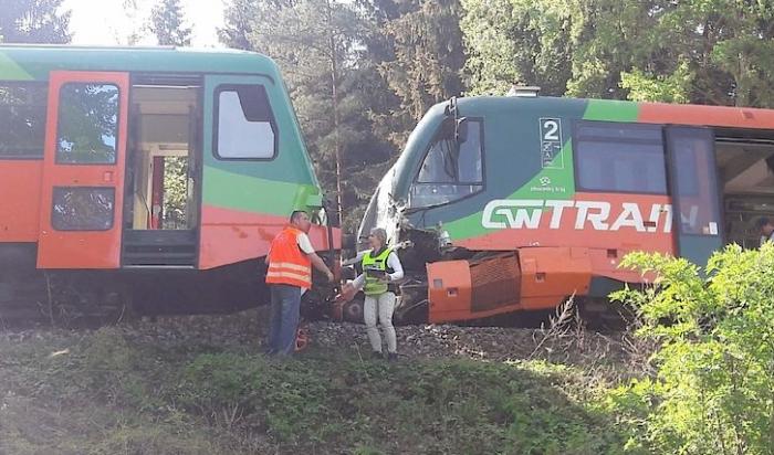 На юге Чехии столкнулись два пассажирских поезда