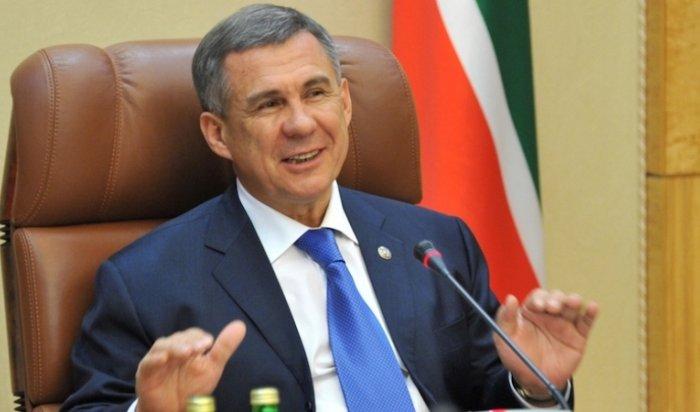 Президент Татарстана заработал в 17,7 раз меньше супруги