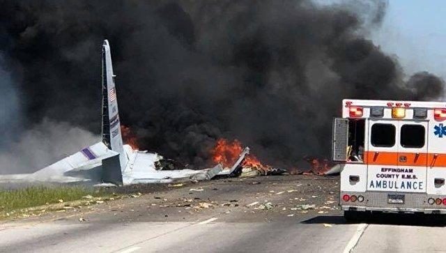 При крушении военного самолета в США погибли минимум пять человек