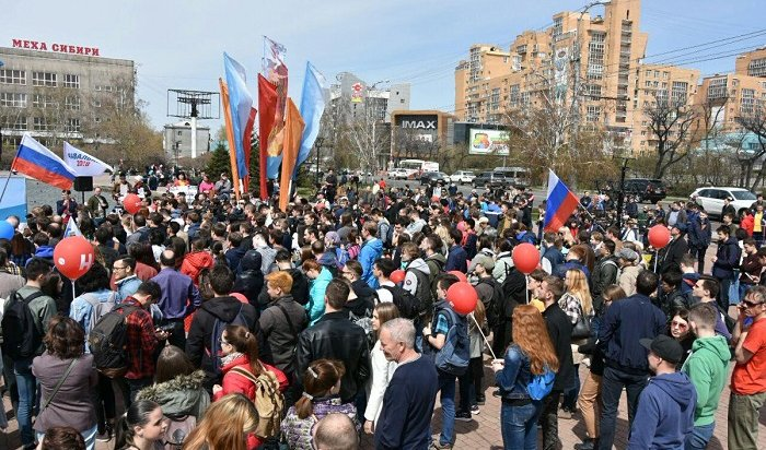 Участники митинга «Заправо быть гражданином России» прошли поИркутску маршем