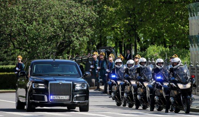 Путин приехал на инаугурацию на автомобиле проекта «Кортеж»