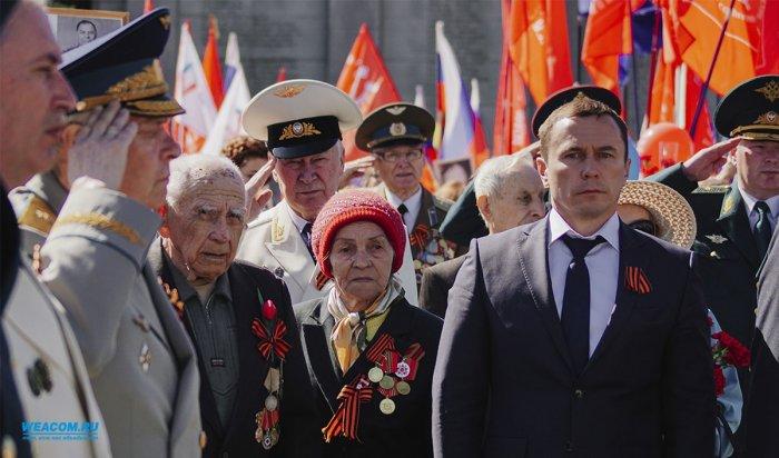 Мэр Иркутска дал старт праздничному шествию в День Победы