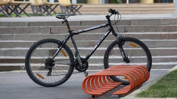 Ужителя Усолья похитили велосипед, пристегнутый замком кметаллической решетке