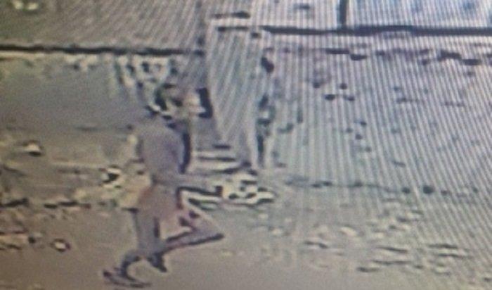 Неизвестный днем украл телефон у17-летней иркутянки рядом состановкой «Волжской»