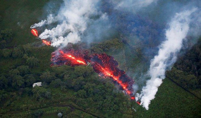НаГавайях объявлен самый высокий уровень тревоги из-за усилившегося извержения вулкана
