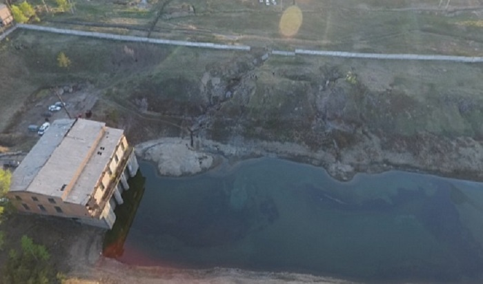 Наместе разлива нефтесодержащей жидкости вАнгаре продолжаются работы