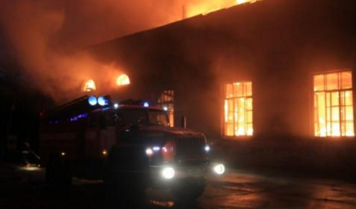 ВИркутске горела крыша проходной натерритории бывшего ИВВАИУ