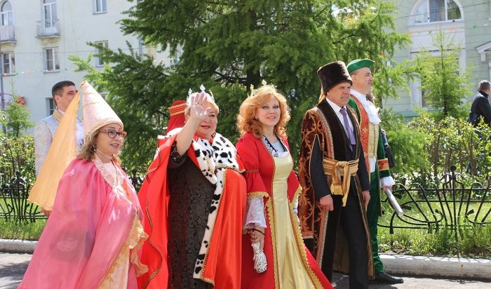 Короли ифеи гуляли поАнгарску вДень Города