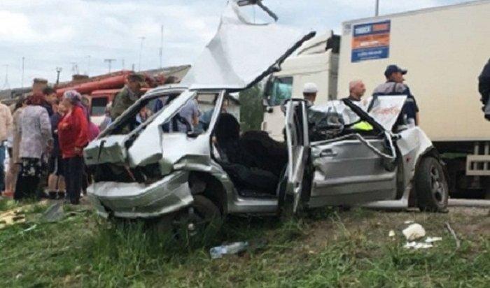 ВУльяновской области при столкновении грузовика сВАЗом погибли три человека (Видео)