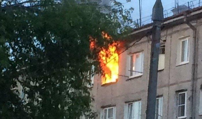 Сотрудники МЧС спасли вовремя пожара 20жителей общежития наулице Авиастроителей вИркутске-2