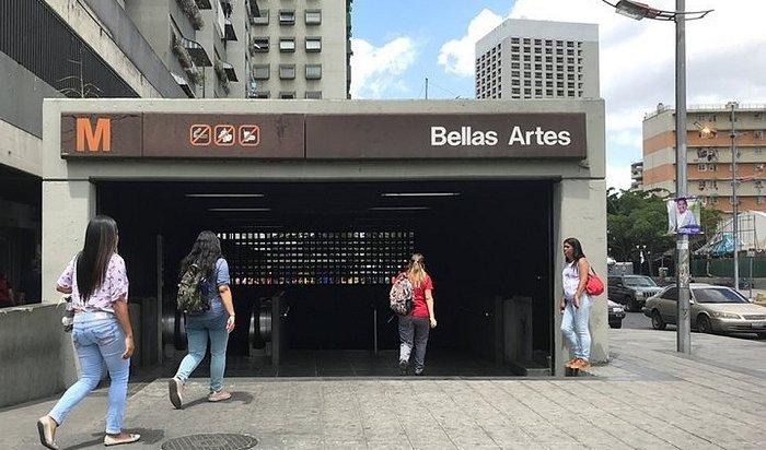 Встолице Венесуэлы метро стало бесплатным из-за нехватки бумаги