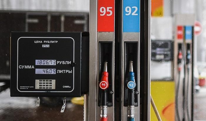 Владимир Путин входе прямой линии пообещал взять под контроль цены набензин
