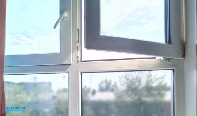 Девушка выпала изокна седьмого этажа многоквартирного дома вИркутске