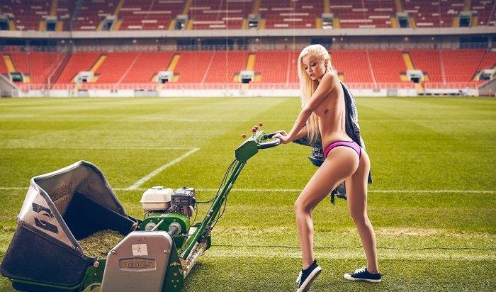 Звезды Playboy снялись вэротической фотосессии настадионе «Спартака»