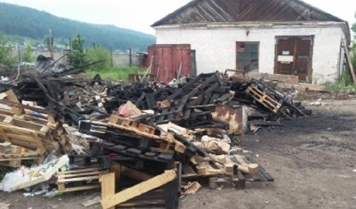 ВУсть-Куте из-за возгорания насвалке чуть несгорело целое предприятие