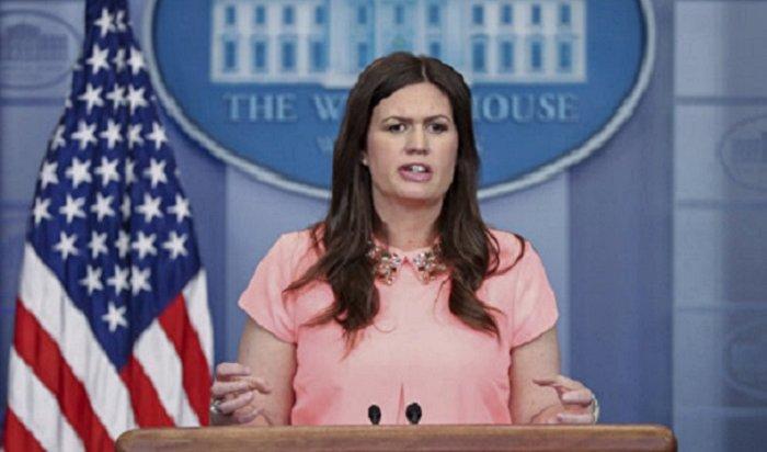 Пресс-секретаря Белого дома выгнали изресторана