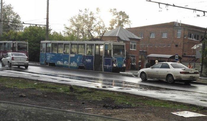 Жителя Иркутска, торопившегося натрамвай, сбил автомобиль наулице Напольной