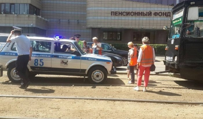 Школьник попал под трамвай вИркутске
