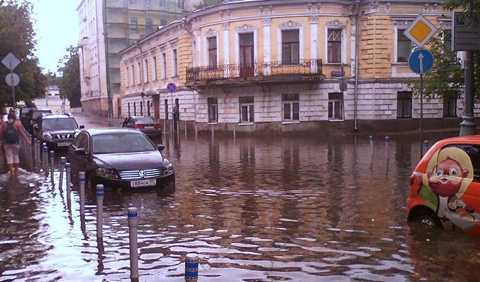 Ливень стал причиной потопа во «Внуково» (Видео)