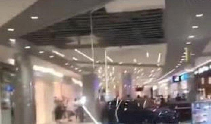 Потолок обвалился вТРЦ «Сильвер Молл» из-за ливня играда 2июля (Видео)