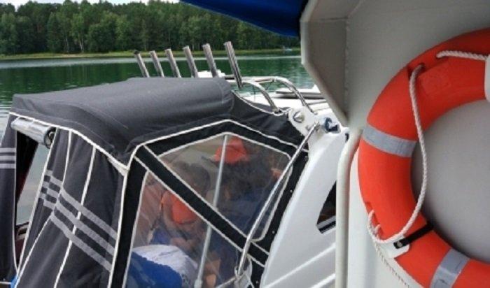 Катер спассажирами дрейфовал поИркутскому водохранилищу