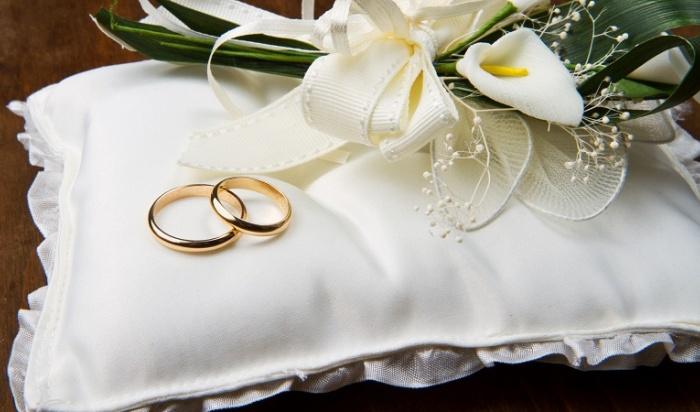 Более 20тысяч супружеских пар оформили отношения вПриангарье впрошлом году
