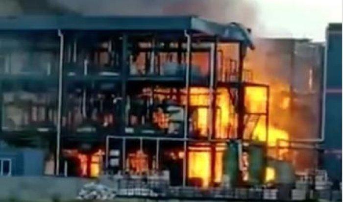 При взрыве нахимзаводе вКитае погибли 19человек (Видео)