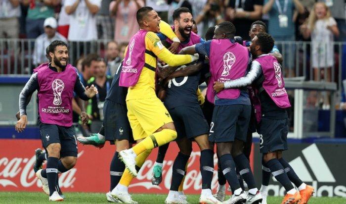Франция стала чемпионом мира пофутболу, переиграв Хорватию вфинале ЧМ-2018
