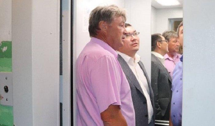 ВУфе чиновник застрял влифте, когда проверял его работу после капремонта