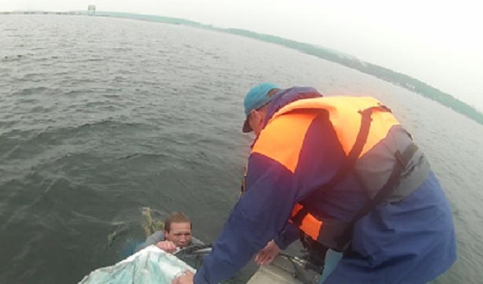 ВУсть-Илимске сотрудники МЧС спасли чуть неутонувшего мужчину, который находился врозыске