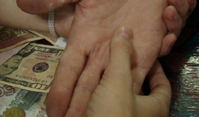 ВАнгарске мошенница сняла «порчу» исерьги