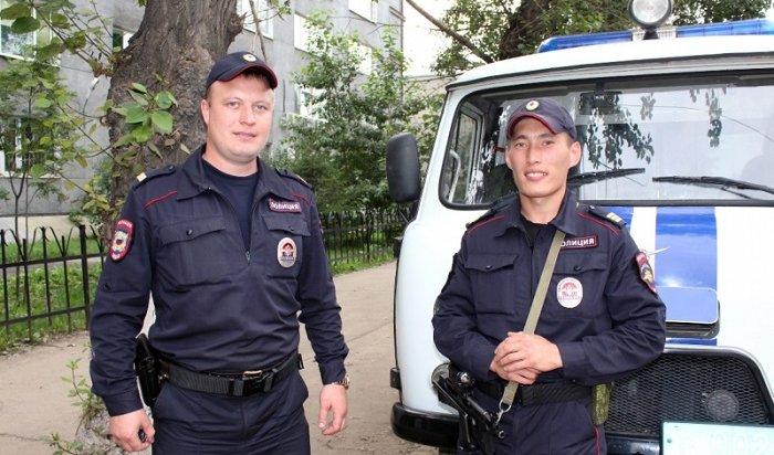 Сотрудники ППС задержали иркутянина, нападавшего налюдей сножом (Видео)