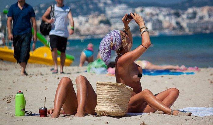 Нелегалы спаслись бегством снудистского пляжа вИспании (Видео)