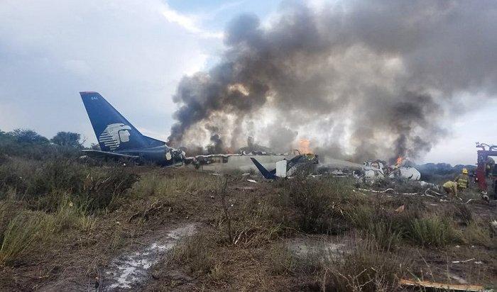 Страшное крушение самолета вМексике: все пассажиры выжили (Видео)