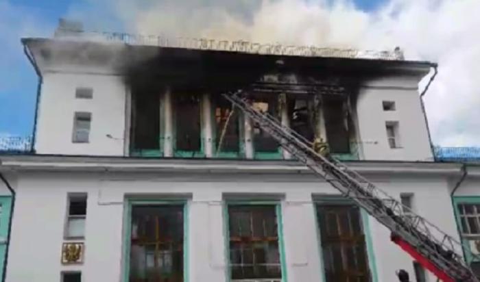 ВУсть-Куте горело здание бывшего речного вокзала