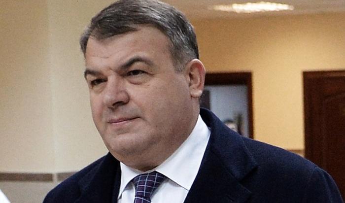 Экс-министр Сердюков задолжал 865рублей засигнализацию иответил заэто всуде (Видео)