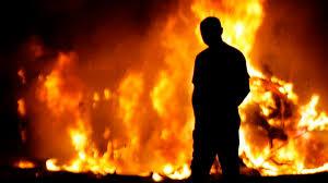 Московский пожарный измести поджег автомобиль соседа (Видео)