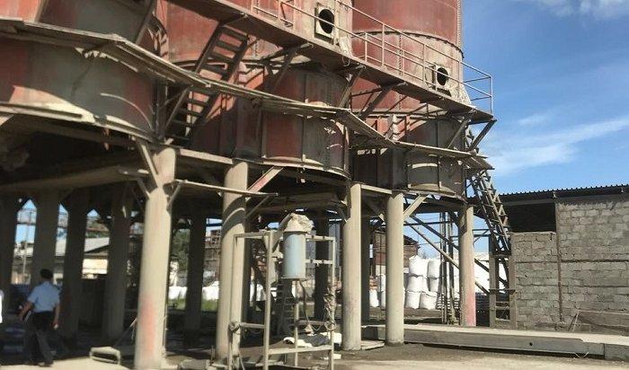 Рабочего изСредней Азии засыпало цементом набазе вЛенинском районе